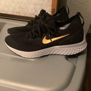 Women's shoes. Size 8...